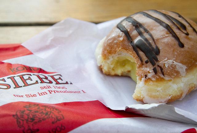 Eierlikör Pfannkuchen donut at Bäckerei Siebert Berlin
