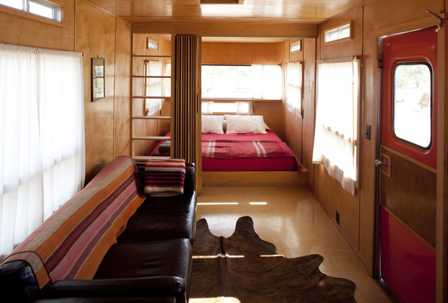 El Cosmico, trailer, interior
