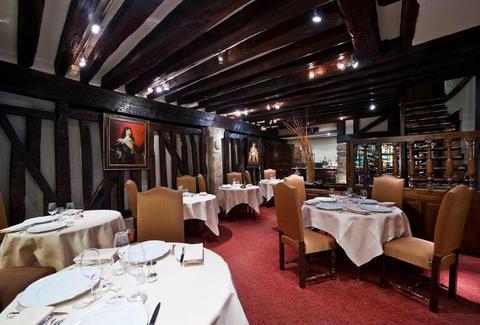 7 most affordable michelin star restaurants in paris. Black Bedroom Furniture Sets. Home Design Ideas