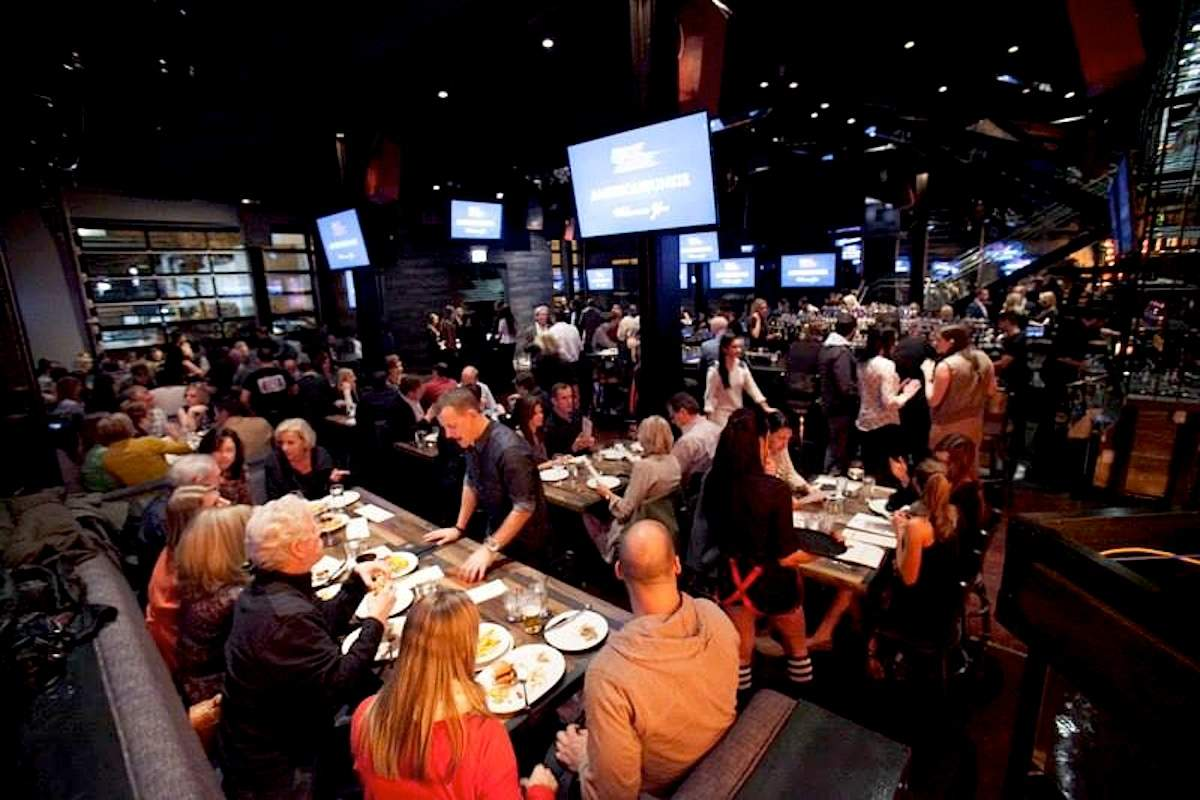 Best sports bars in chicago watch all of college for American cuisine chicago