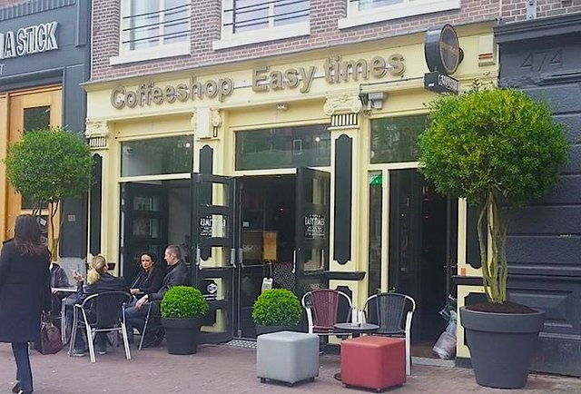 how do amsterdam coffee shops work