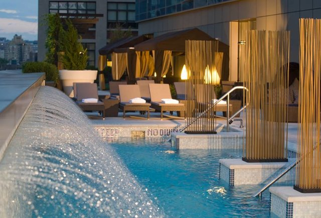 Best rooftop pools nyc for Hotel new york swimming pool roof