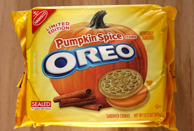 http://assets3.thrillist.com/v1/image/1308311/size/tl-horizontal_main/taste-test-we-twisted-licked-and-dunked-the-new-pumpkin-spice-oreos