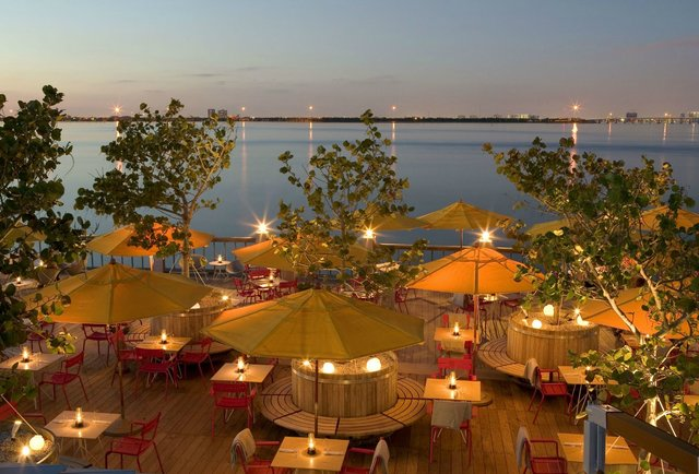 Miami 39 s 13 best waterfront bars for Garcia s seafood grille fish market