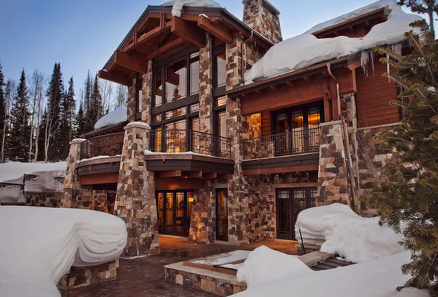 Expensive american airbnbs mansions log cabins and for Extravagant log homes