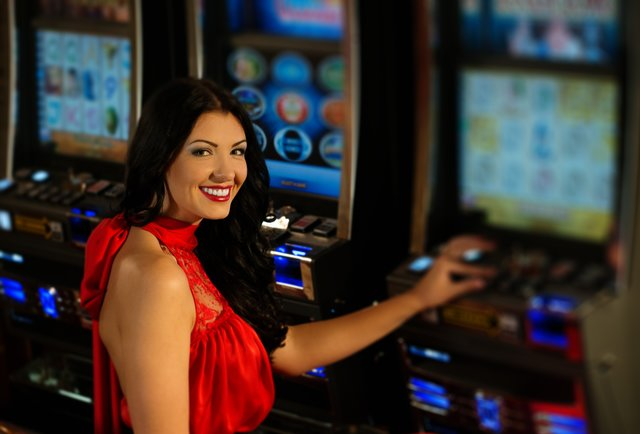 How do casino hosts get paid