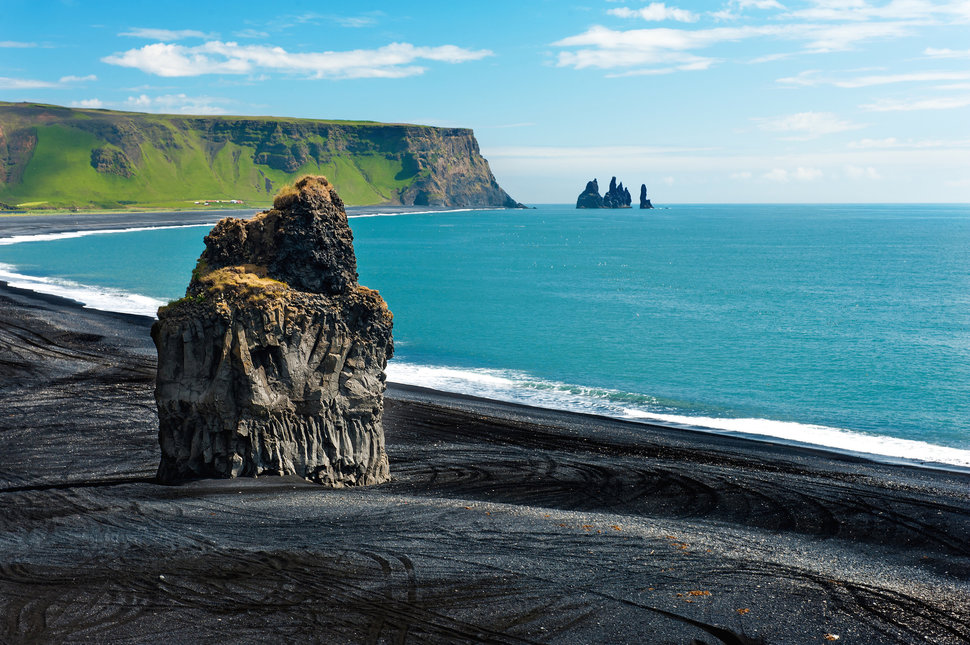 Black Sand Beaches In Iceland New Zealand And Hawaii