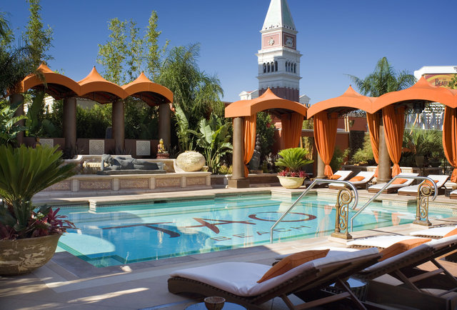 Las Vegas Topless Pool Guide and Etiquette | Oyster