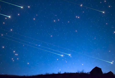 Lights Off, Blankets Out: Lyrid Meteor Shower Peaks Tonight