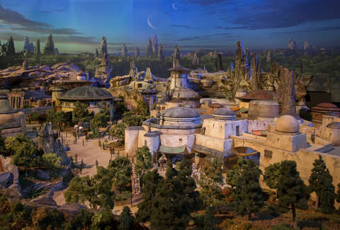 Star Wars Galaxy's Edge Has Its Opening Dates, With Some Fine Print