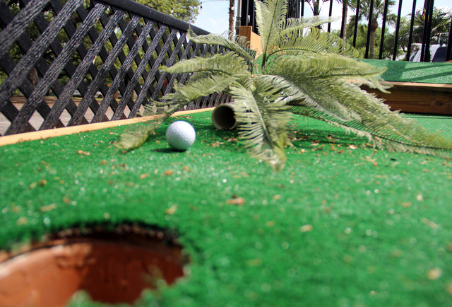 #2 - Mobile, Reconfigurable Mini-Golf Hole with Environment
