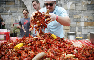 The Weekend Playbook: A glorious crawfish boil and a tribute stout for a fallen police officer