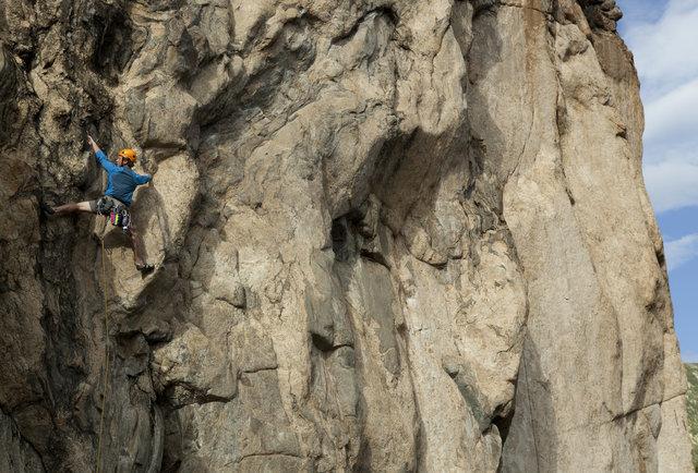 guy rock climbing like a boss