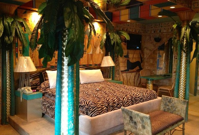 Themed Hotel Rooms Weirdest Themed Fantasy Suites In Nj Feather Nest Inn Thrillist