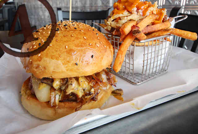 gallow's pole burger leadbelly chicago