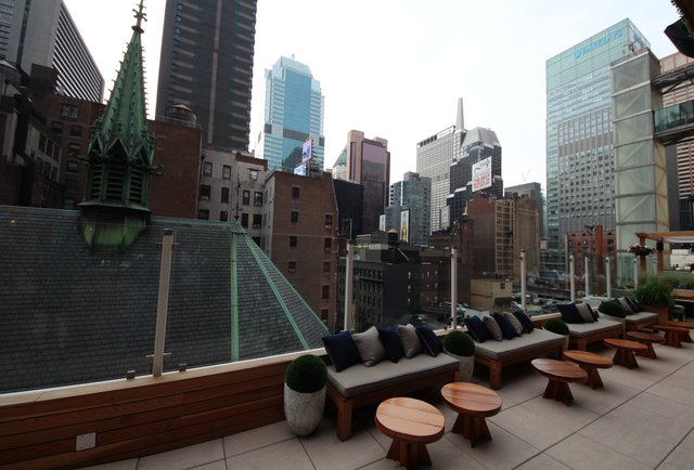 A rooftop getaway in Midtown