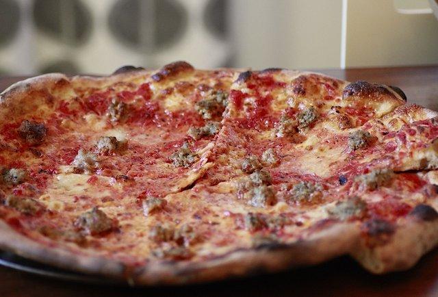 Apizza Scholls in Portland