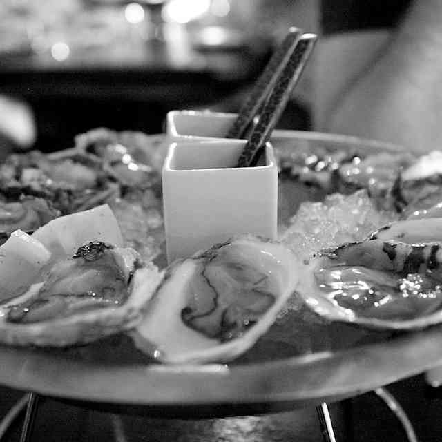 Nearby restaurants bars in chicago for Gt fish and oyster chicago