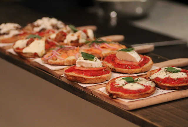 L'asso EV works up better pizza bagels than your mom at a sleepover