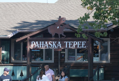 Pahaska Tepee sign