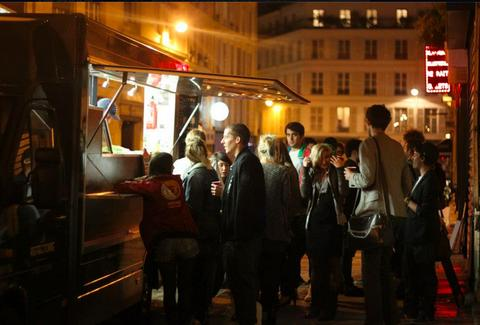 People in line at Le Refectory food truck Paris