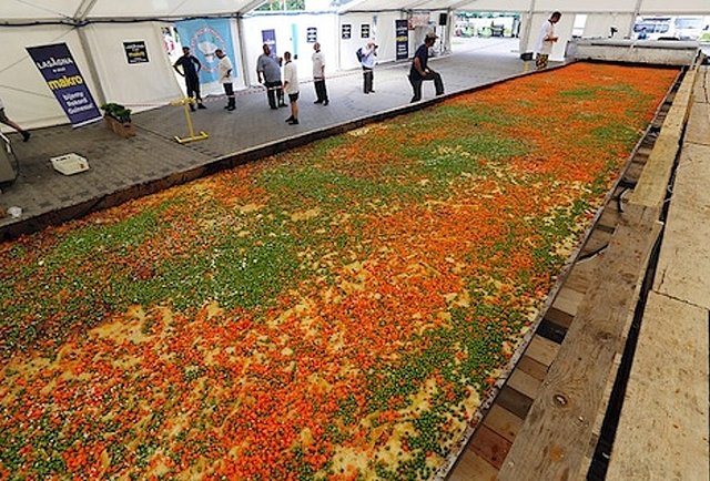 The world\'s largest foods, including an 8-foot pizza and a 5-ton lasagna
