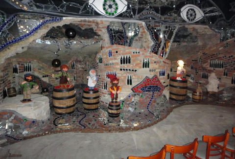 Bierwelt wall with gnomes and beer bottles