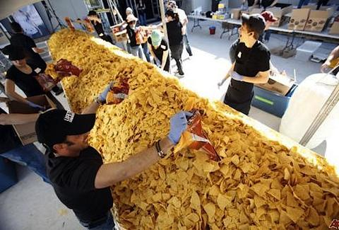 world's largest plate of nachos