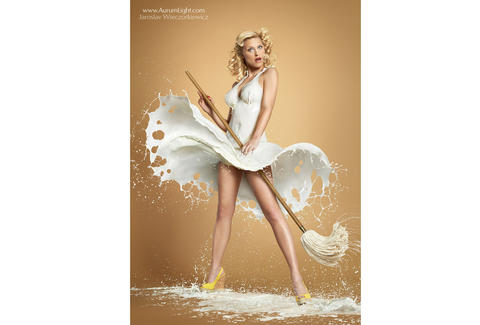 Marilyn Monroe milk recreation