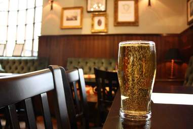 15 reasons why British pubs are better than American bars