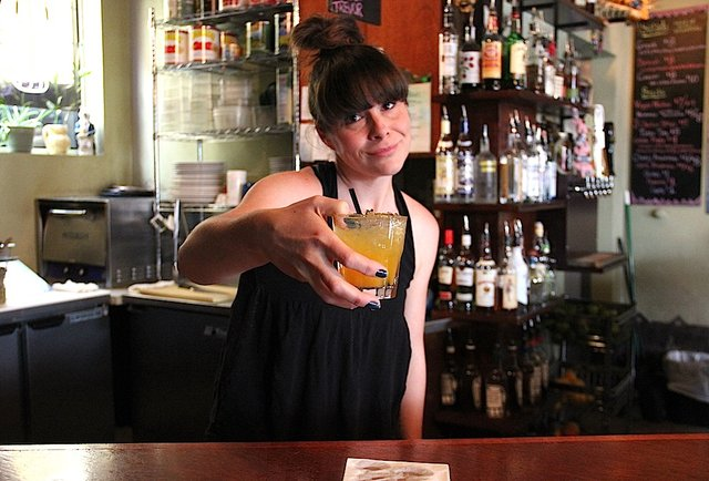 15 surefire ways to get on any bartender\'s bad side