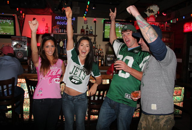 17 ways good sports bars keep their customers happy, from the TVs to the toilets