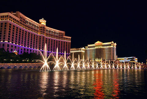 bellagio hotel at night
