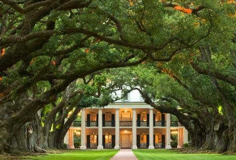 Oak Alley Plantation view from the front