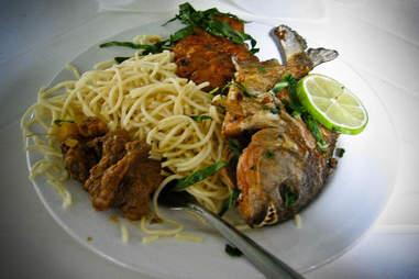 fried piranha with spaghetti