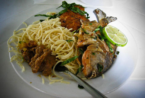 fried piranha with spaghetti