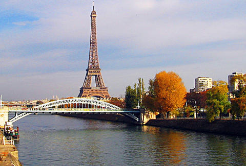 Paris river and Eiffel Tower