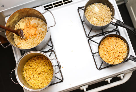 mac and cheese cooking