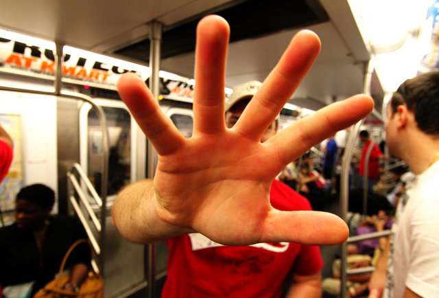 9 innocent gestures that\'ll get you punched in the face overseas