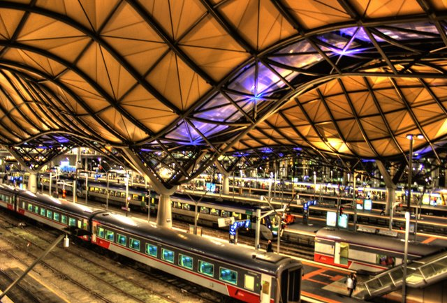 The world\'s 10 coolest train stations