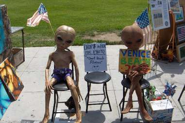 aliens hanging out in Venice Beach