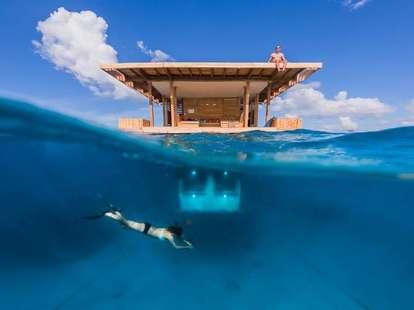 Underwater room, diver
