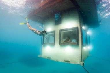 Manta underwater room, bottom