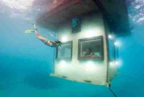 Manta underwater room, bottom