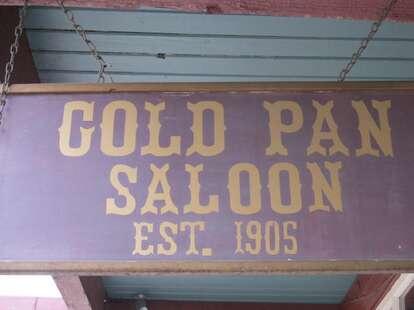 gold pan sign