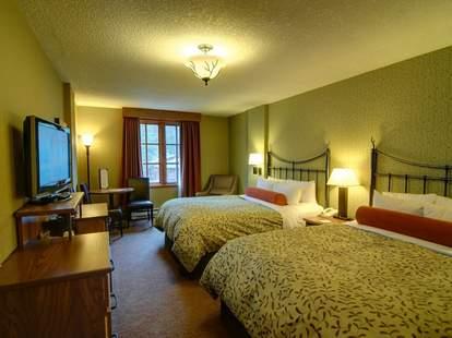 Banff Caribou Lodge hotel room