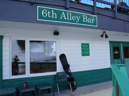 6th alley bar sign