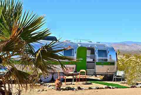 Trailer, Kate's Lazy Desert