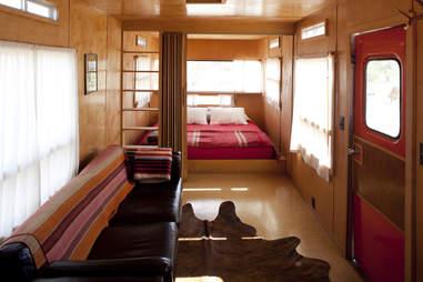 El Cosmico, trailer, interior