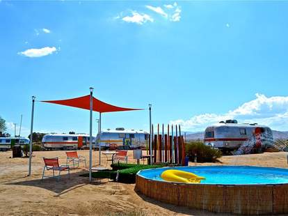 Pool, trailers